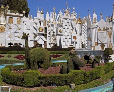 Disneyland 7D 055A topiary