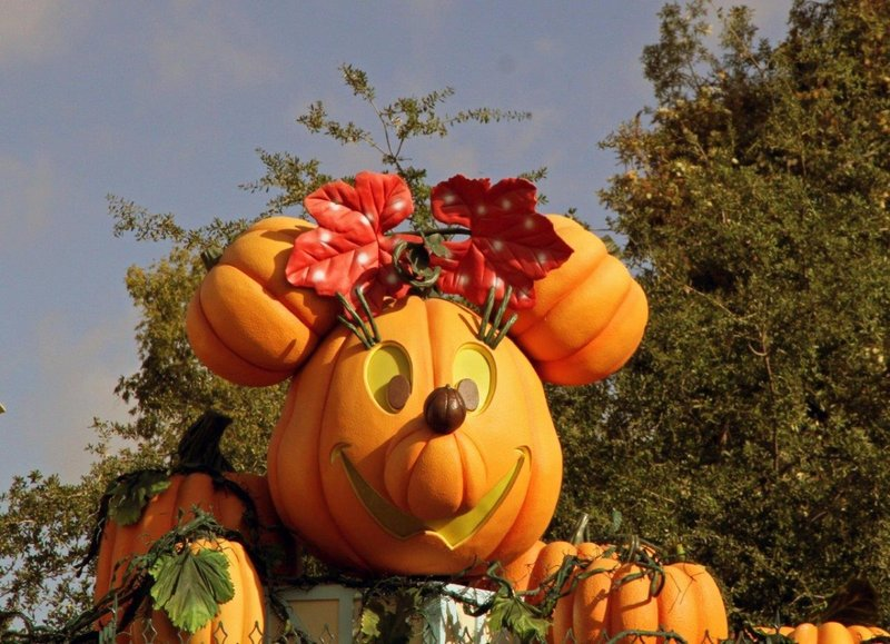 large_Disneyland.._halloweenA.jpg