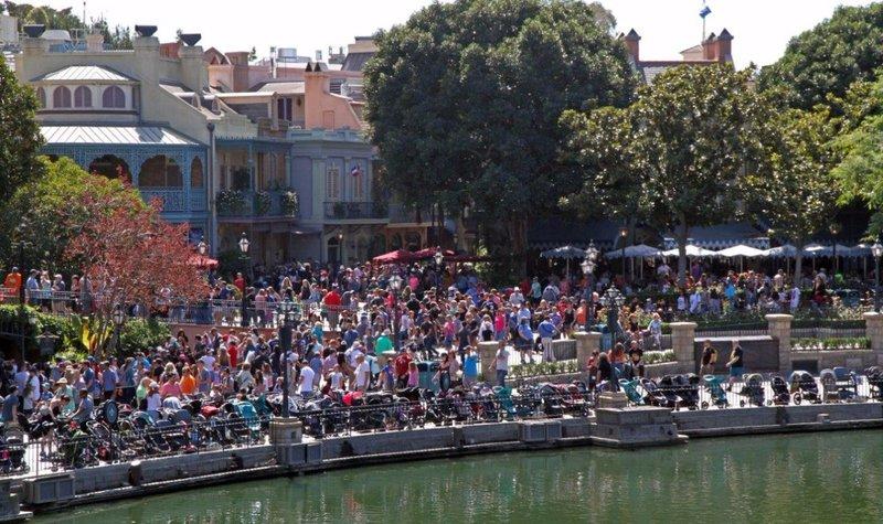 large_Disneyland..he_people__.jpg