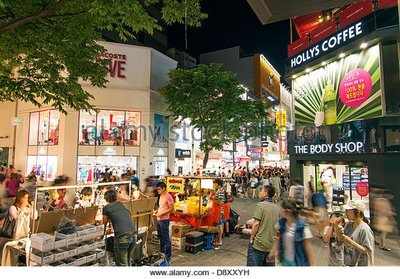 myeongdong-shopping-street-in-seoul-south-korea-at-night-d8xxyh