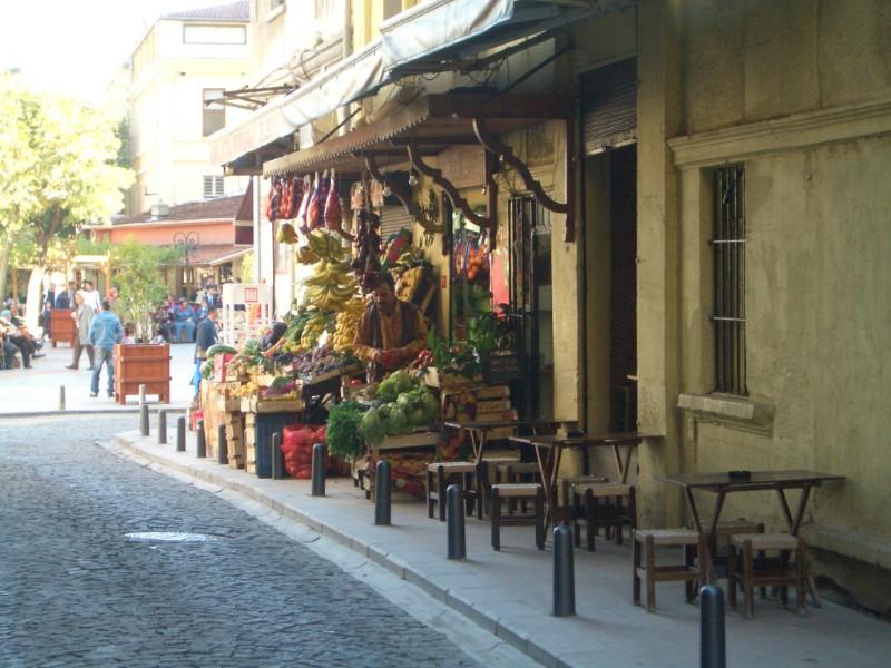 Istanbul 2007 - Tea and Döner place at Tünel