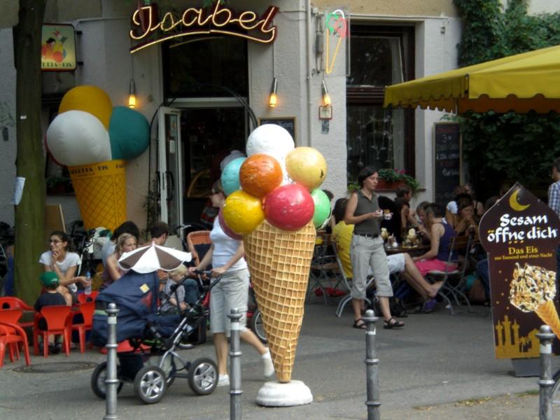 Berlin 2008 - Ice cream in Kreuzberg