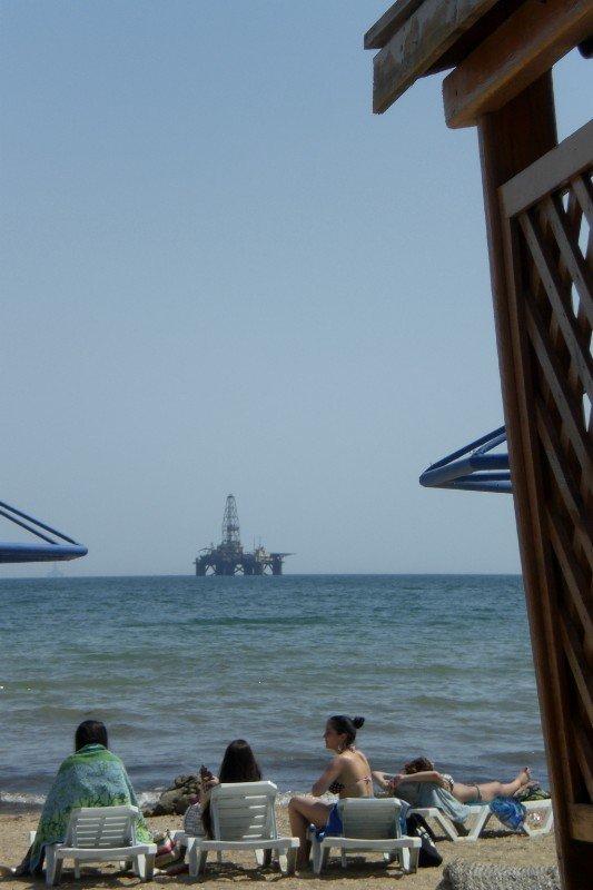 Sixov - beach and oil rig 2009