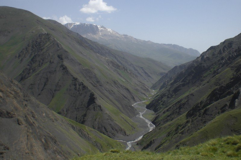 Caucasus hiking Xinaliq-Laza - plateau view 2009