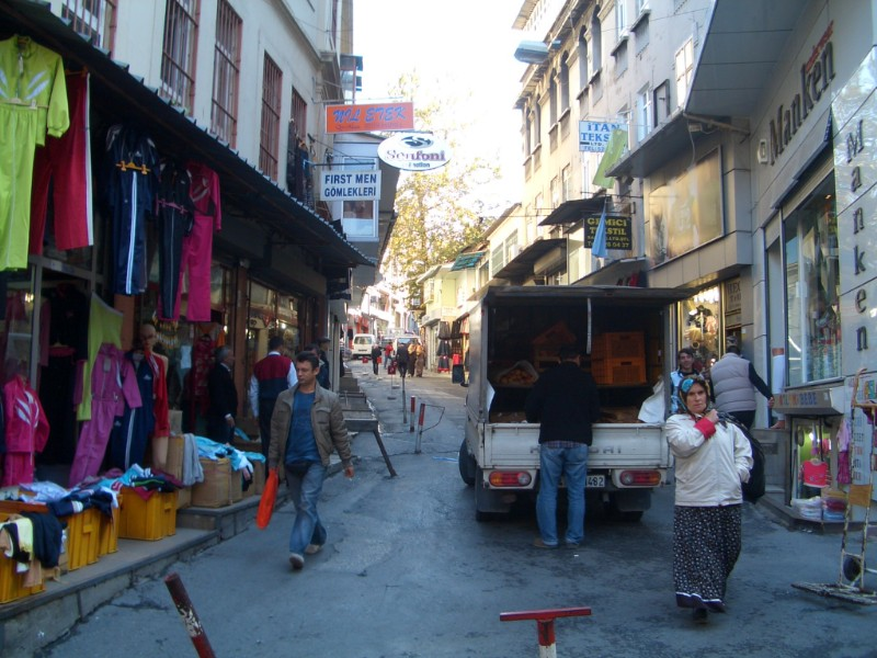 Istanbul 2007 - another normal street in Eminönü