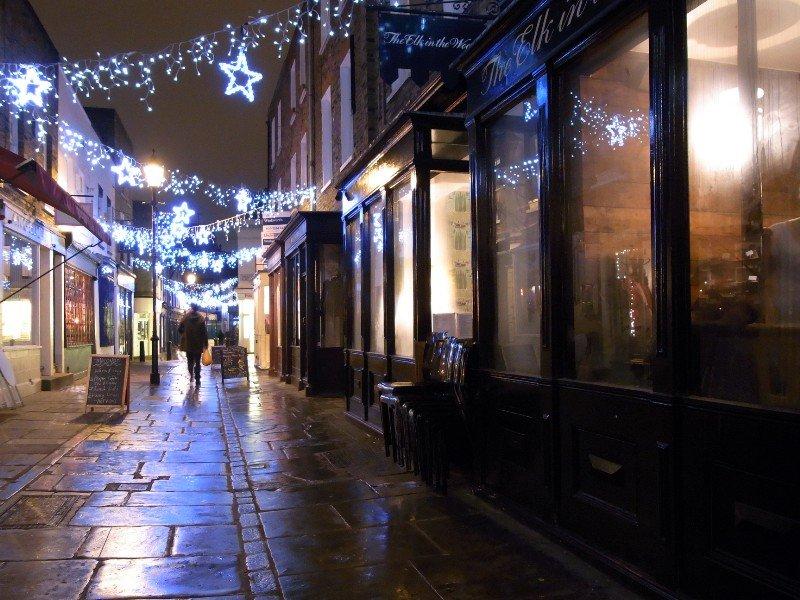 London Islington - pubs at night 2010
