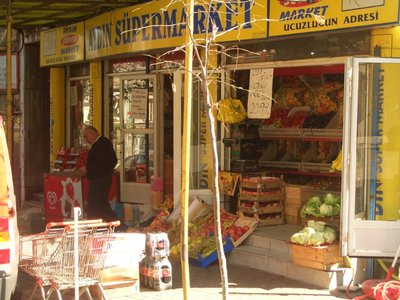 Istanbul 2007 - Supermarket in Fatih, like on every corner