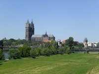 Magdeburg 2008 - River banks and cathedral
