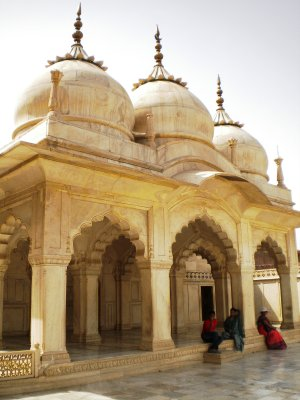 Agra_Fort_.._Mosque.jpg