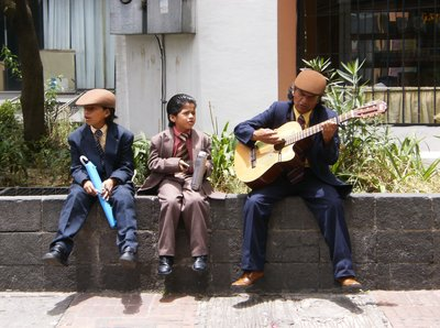 Street performers in Quito