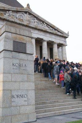 Crowd entering the Shrine of Rememberance