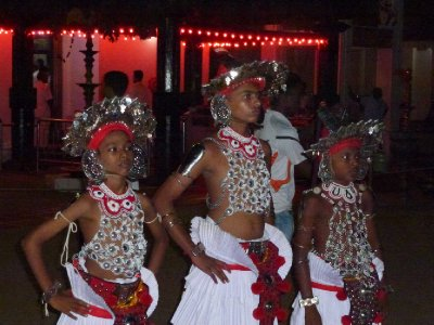 Kataragama_Temple_Dancers.jpg
