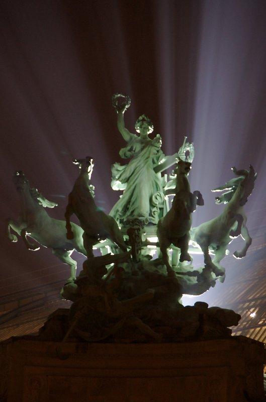 Statue - NYE in Paris