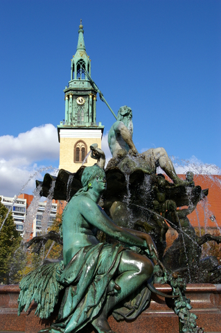 More of the Neptunbrunnen