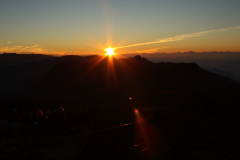 large_Sri_Pada_Summit_Sunrise_6.jpg