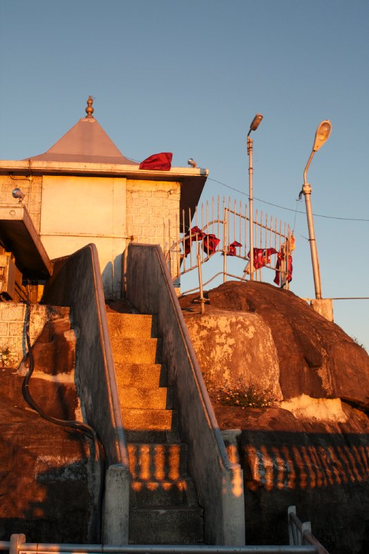 large_Sri_Pada_Summit_Temple.jpg