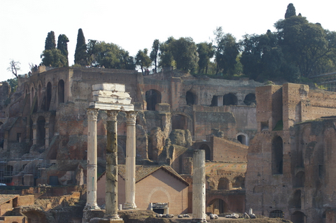 The 3 columns of the temple of Castor and Pollux