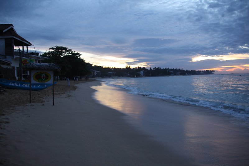 large_Unawatuna_Beach_Sunrise.jpg