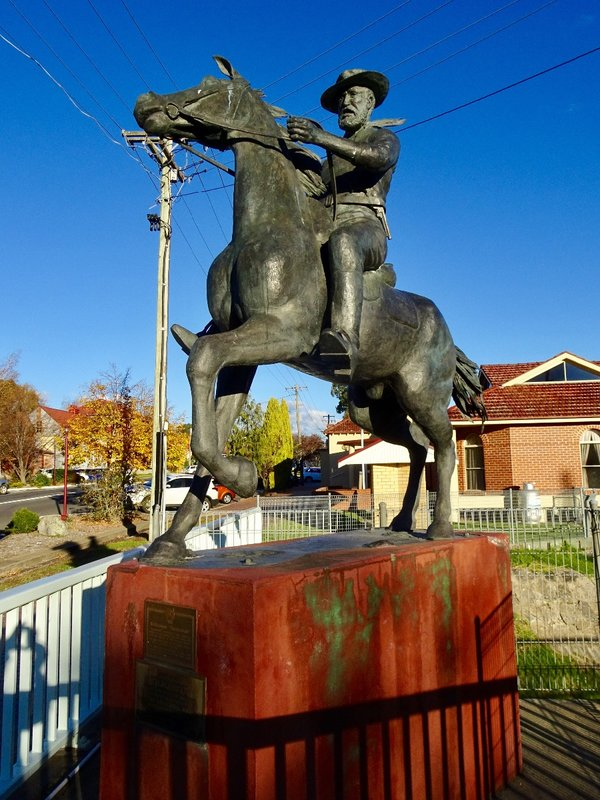 This statue is of Fred Ward aka Thunderbolt. He was a bushranger (outlaw) who robbed homes and stagecoaches in this area. He was killed near Uralla during a robbery in 1874.