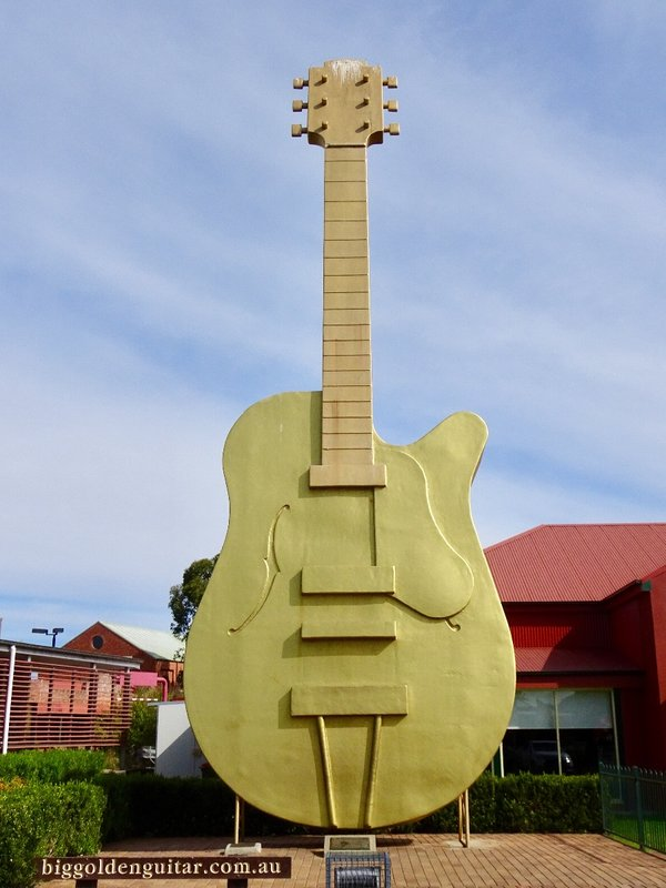 The Golden Guitar sits outside the Tamworth Tourist Center. It was modeled after the Golden Guitar trophies given to winners at the Country Music Awards of Australia; this is why it has no strings.