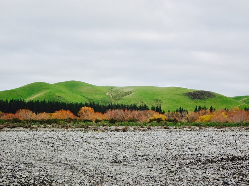 The Waiau riverbed and the hills above Waiau.