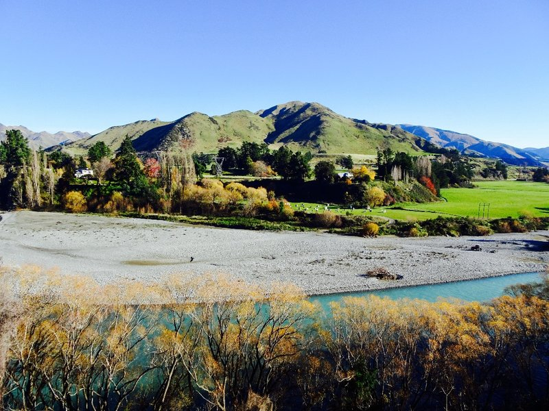 Just down from the Waiau Bridge we had this beautiful view of the mountains and river.