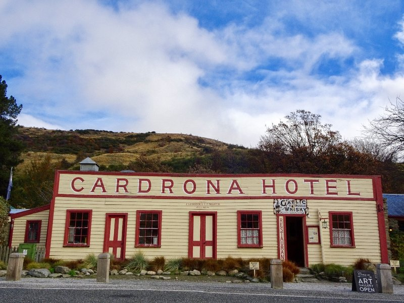 The Cardrona Hotel is supposed to be the most photographed hotel in NZ. The long time owner had a rule about how many beers his customer could drink. If the customer was going to Wanaka he could have 2 beers, but if he was going over the dangerous Crown Range, he was allowed only one.