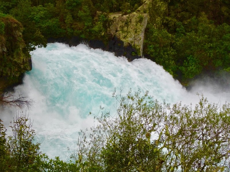 At Huka Falls, the plunging water picks up masses of tumbling air bubbles, giving it this pretty color and also it's name.  Huka in Māori means foam.  The sign here says this about the color: Ice-Blue...Snow-White.
