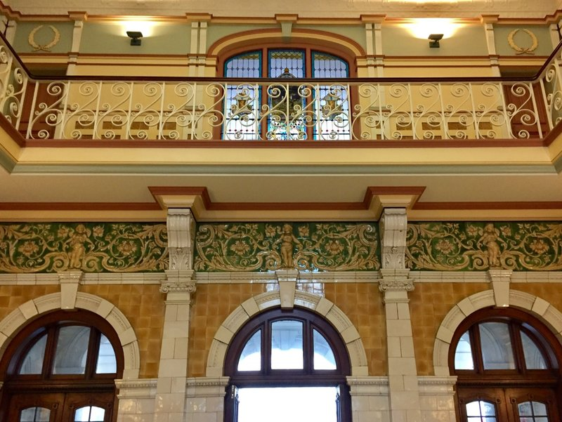 The architecture inside the Dunedin Railway Station is described as Flemish Renaissance.