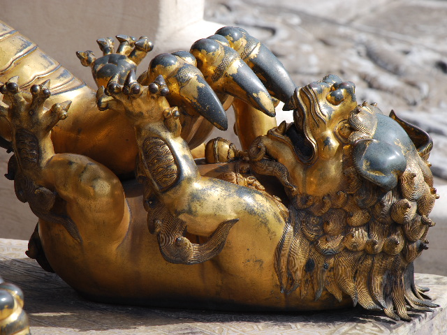 Beijing - Forbidden City (lion claws)