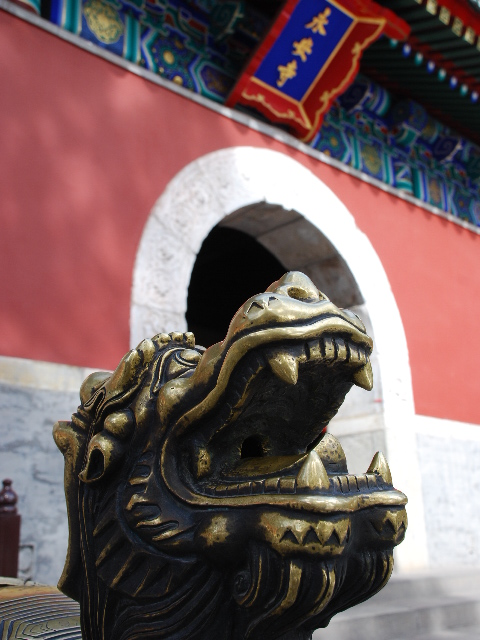 Beijing - Grumbling lion at Beihai Park