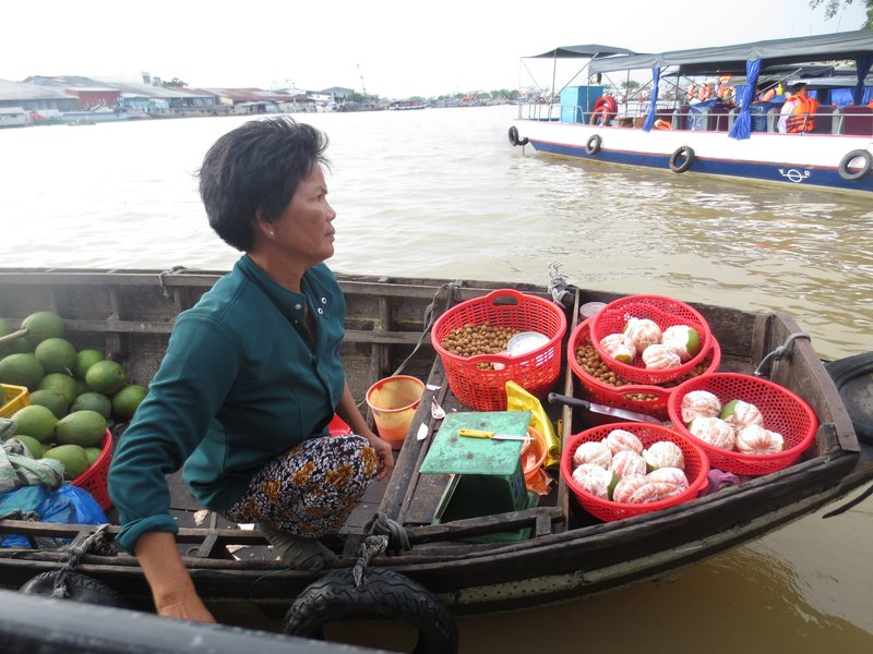 Boats came up to and even hooked onto our tourist boat for easier selling