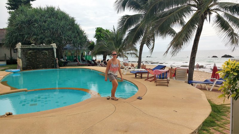 Lanta Paradise Resort, right on the beach