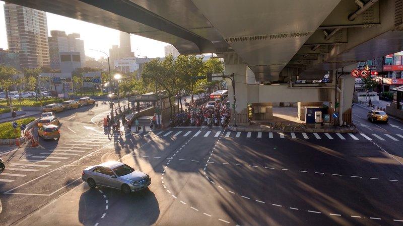 Mopeds are the transportation of choice, making Taipei a very noisy city