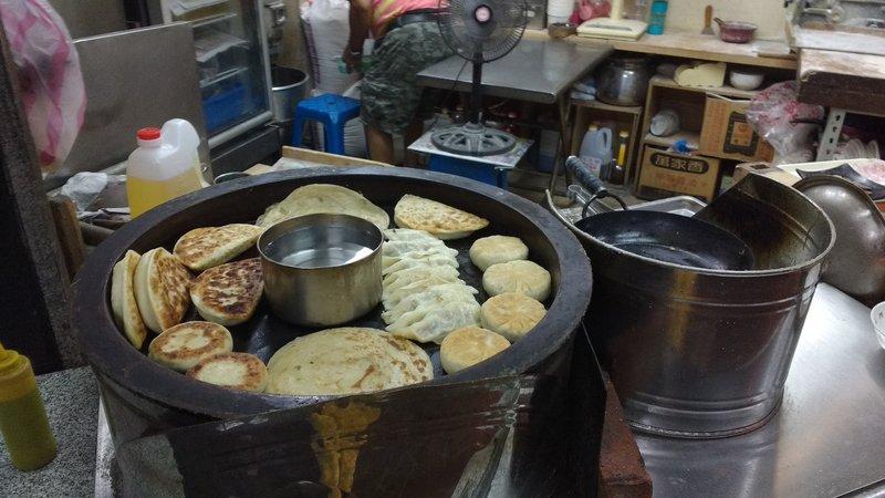 Oversized dumplings of leeks, pork or beef