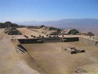 Maya-ruiner paa Monte Alban utehfor Oaxaca