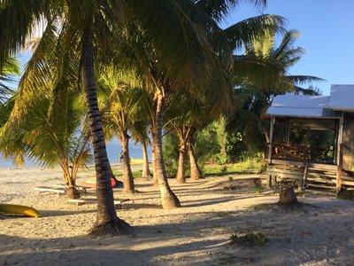 Aitutaki_-..w_and_beach.jpg