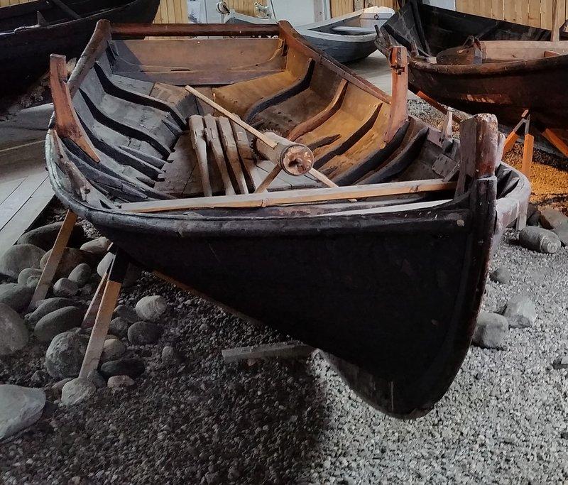 45.19 Fischerboot, vielleicht 150 Jahre alt, in vieltausendjähriger Schiffbautradition.