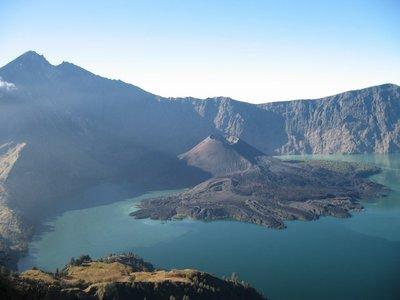 Indonesia_GunungRinjani_CraterRim