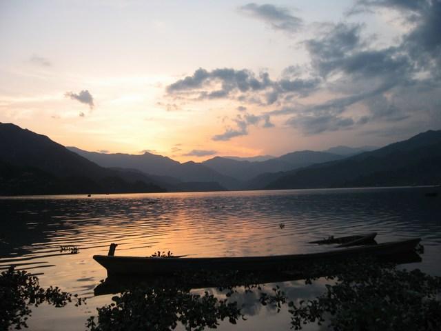 Nepal_Pokhara_LakeSideSunset