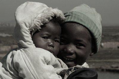 bambini in bianco e nero