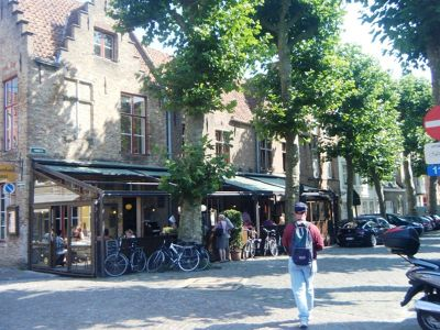 144925776087109-Walking_the_..ose_Brugge.jpg