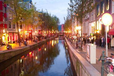 163749685908845-Canal_beside.._Amsterdam.jpg