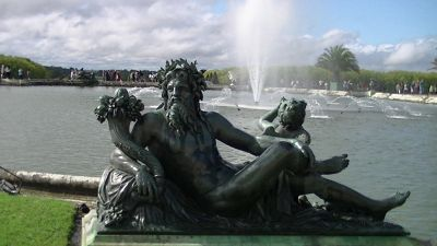 5884846-Architecture_in_Paris_Statues_Paris.jpg