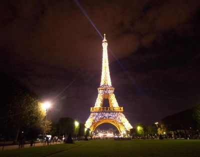 5891616-Paris_Eiffel_Tower_at_night_Paris.jpg