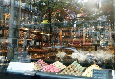 5891677-Shop_window_photo_fun_in_Paris_Paris.jpg