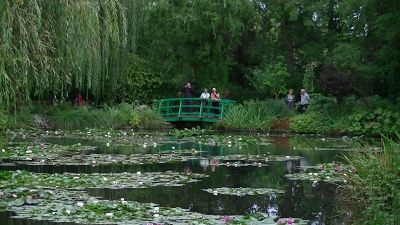 5892544-Monet_Gardens_Paris.jpg