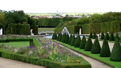 5892579-Gardens_of_Versailles_Paris_Paris.jpg