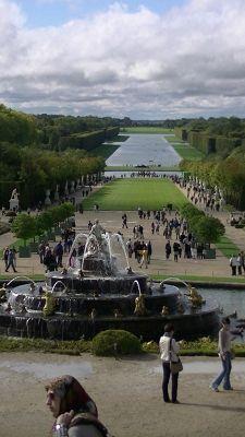 5892585-Gardens_of_Versailles_Paris_Paris.jpg
