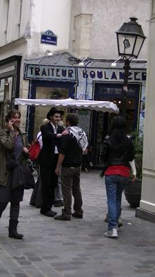 5892753-Street_Scenes_of_Paris_Paris.jpg